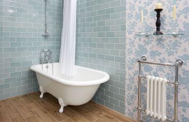 7 alternative la gresia din baie #GresieBaie #PodeleLemn