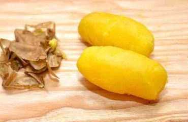 Cum sa cureti usor cartofii fierti. O metoda mai simpla nu exista #Cartofi #CartofiFiertiCuratare