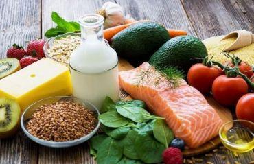 Cele mai potrivite alimente pentru femeile de peste 40 ani #AlimentatieFemei #AlimenteFemei